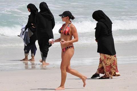 Секс арабских эмиратах река